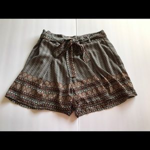 Tie-front shorts